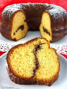 Christmas Morning Coffee Cake es uno de nuestros postres favoritos de Navidad: un pastel deliciosamente húmedo con un toque único de vino de jerez. Es uno de los mejores regalos de Navidad y siempre es uno de los favoritos de la multitud en Navidad. ¡Este es definitivamente el mejor Pastel de Navidad del que nunca hayas escuchado! ¡Síguenos para más ideas geniales de comida navideña!