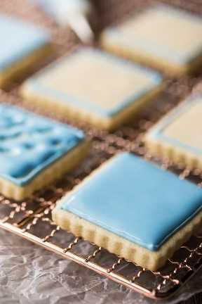 Receta de glaseado real a prueba de tonterías para galletas, pasteles y casitas de jengibre decoradas