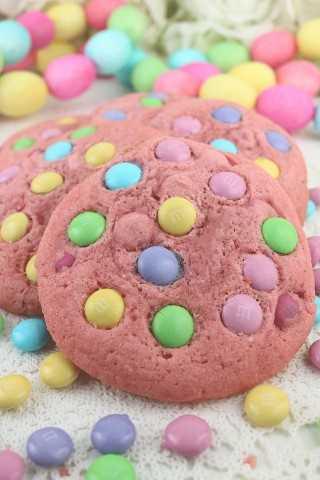 Estas hermosas galletas de color rosa Spring M&M de color pastel están llenas de Pascua M&M y no creerás lo fácil que son.
