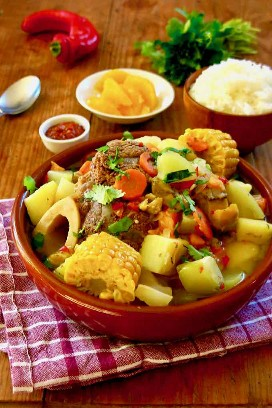Costarricense olla de carne