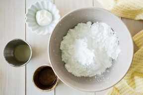 Ingredientes necesarios para hacer glaseado de limón.