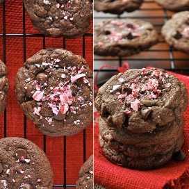 Rejilla de enfriamiento y pila de galletas de menta chewy con doble chocolate cubiertas con bastón de caramelo triturado