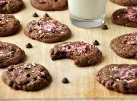 Lote de nuestra receta de Chewy Double Chocolate Peppermint Cookies