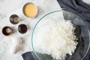Ingredientes para macarrones de coco.