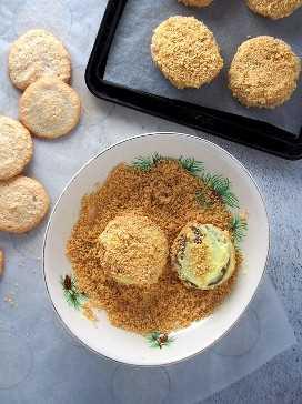 Cubriendo las silvanas con migas de galletas Graham
