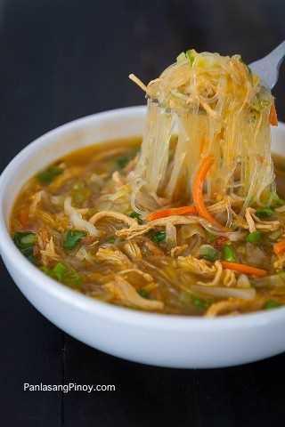 Sopa De Fideos De Pollo Filipina