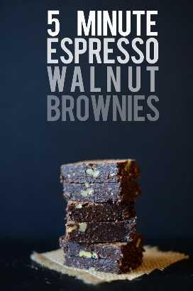 Gran pila de nuestra receta super simple Espresso Walnut Brownies