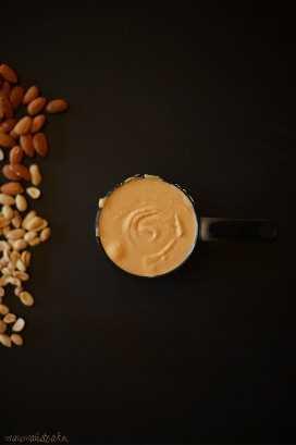 Taza medidora de mantequilla de maní para hacer empanadas de mantequilla de maní vegana
