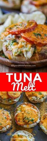 La foto superior es un primer plano de un atún fundido con queso derretido sobre la mezcla de atún y los tomates. La foto de abajo es una vista superior de muchas maltas de atún en una bandeja para hornear.
