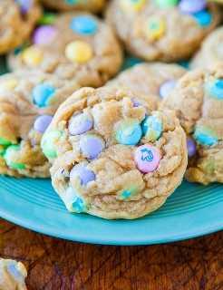 Cookies de M & Ms blandas y masticables averiecooks.com