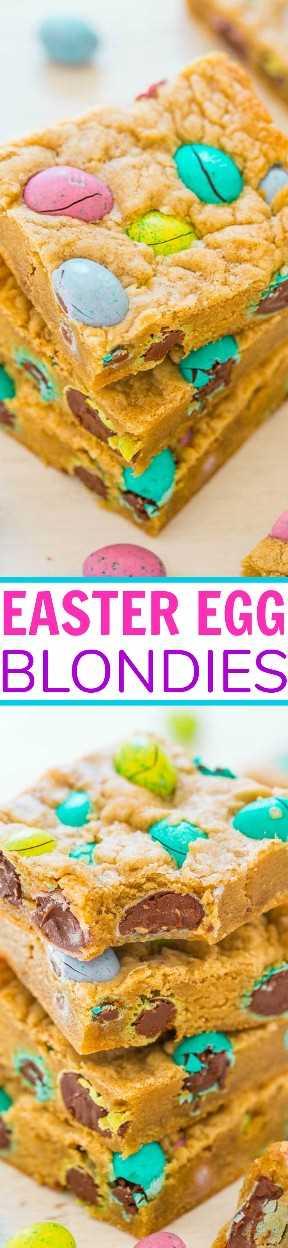 Blondies de huevos de Pascua: rápidos, FÁCILES, súper suaves y cargados de chocolate ¡M&M Eggs en abundancia! Definitivamente mi tipo favorito de huevos de pascua! GUARDE esta receta para sus dulces de Pascua sobrantes !!