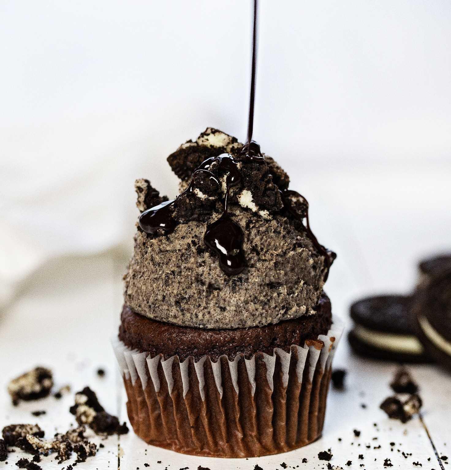 Cupcake de chocolate con receta de crema de mantequilla Oreo