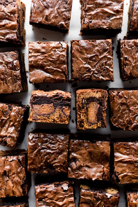 """Barras de brownie de galletas de chispas de chocolate """"width ="""" 600 """"height ="""" 900 """"data-pin-description ="""" Barras de brownie de galletas de chispas de chocolate con tazas de mantequilla de maní rellenas en el interior! Esta sartén de barras de brookie de 9x13 pulgadas es mega deliciosa, ¡para todos los que tienen un diente dulce monstruo! Receta en sallysbakingaddiction.com """"srcset ="""" https://juegoscocinarpasteleria.org/wp-content/uploads/2019/04/1556272969_132_Galletas-de-chocolate-Chip-Cookie-Brownie.jpg 1200w, https://cdn.sallysbakingaddiction.com/wp- content / uploads / 2013/02 / brownie-cookie-bars-500x750.jpg 500w, https://cdn.sallysbakingaddiction.com/wp-content/uploads/2013/02/brownie-cookie-bars-600x900.jpg 600w """" tamaños = """"(ancho máximo: 600 px) 100 vw, 600 px"""" /></p> <p style="""