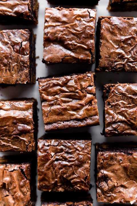 Tapas de brownie brillantes y crujientes
