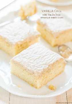 Bizcocho de vainilla con glaseado de mantequilla de vainilla y frijoles de vainilla: ¡no se perderá el chocolate después de probar este pastel! El esmalte es simplemente celestial!