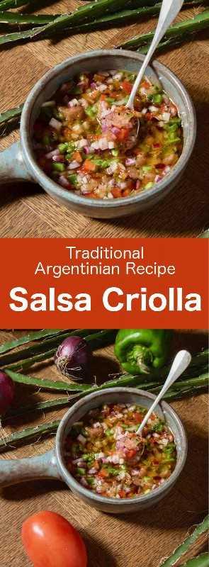 Salsa criolla (sarza criolla) es una salsa sudamericana hecha con cebolla, tomate, pimiento, vinagre y aceite de oliva, que generalmente se usa para acompañar la carne. #Argentina #ArgentinaCuisina #ArgentinaReceta #ArgentinaComida #MundoCocina # 196flavores