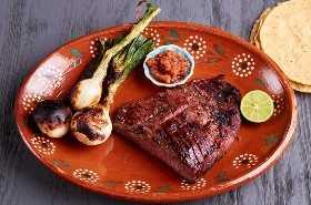 Carne Asada Con Salsa, Cebolla Y Lima