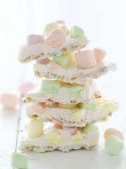¡Chocolate blanco Krispy Marshmallow Corteza!