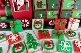 Galletas Graham con helado de Navidad: reúna a los niños, nuestro delicioso glaseado de crema de mantequilla y una caja de galletas de Graham y haga este divertido regalo de vacaciones perfecto para una fiesta de Navidad o una noche de diversión familiar. Un postre navideño nunca fue tan fácil de hacer o delicioso para comer. Pin este adorable regalo navideño para más tarde y síganos para obtener más ideas geniales de comida navideña.