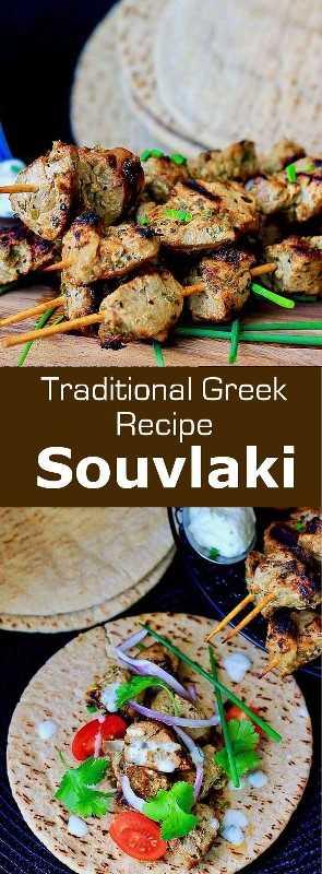 Souvlaki (σουβλάκι) es un popular plato griego que se prepara a partir de pequeños trozos de carne de cerdo, pollo o carne de res que se suelen asar en una barbacoa. #Grecia #GreekCuisine #GreekFood #GreekRecipe #MediterraneanCuisine #WorldCuisine # 196flavors
