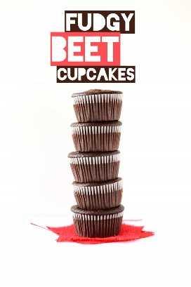 Gran pila de nuestra deliciosa receta Fudgy Beet Cupcakes