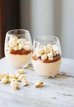 Mousse De Pastel De Queso Con Caramelo Y Maíz Con Caramelo