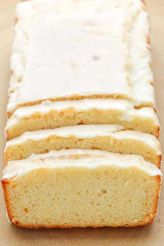 Una receta de pan de limón fácil rematada con un glaseado de limón dulce. ¡Este pan de limón glaseado es perfecto para el desayuno, el brunch o el postre!