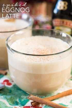 ¡Este Spicked Eggnog Latte es un delicioso toque del clásico ponche de huevo! El espresso oscuro cubierto con un ponche de huevo cremoso y vaporoso con un toque de crema irlandesa Baileys crea una bebida deliciosa y celestial, que te calentará desde la cabeza hasta los dedos de los pies. ¡No se requiere ningún equipo especial de lujo para hacer este delicioso café con leche por lo que es la bebida perfecta para que todos la disfruten en los fríos días de invierno!
