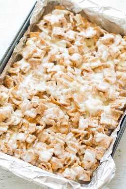 No-Bake White Chocolate Cinnamon Toast Crunch Bars - ¡FÁCIL, barras sin hornear que son suaves, masticables, supremamente GOOEY, aderezadas con malvaviscos adicionales y chocolate blanco! Un golpe irresistible con todos !!