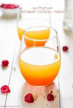 copo de ponche de coco framboesa