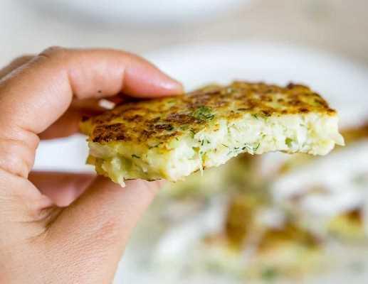 Imagen de buñuelos de coliflor crujientes.