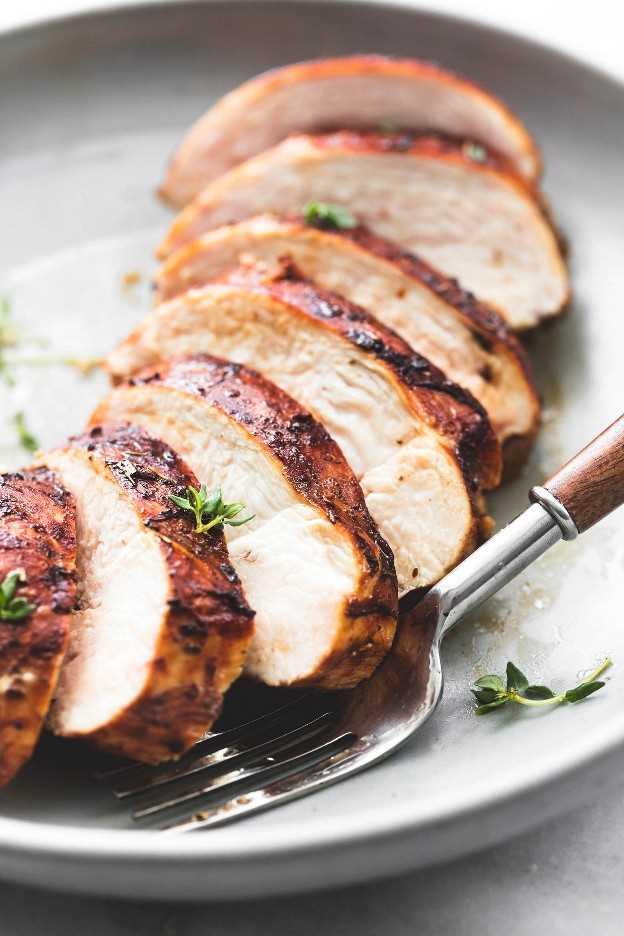Fácil mejor receta saludable de pollo a la parrilla | lecremedelacrumb.com