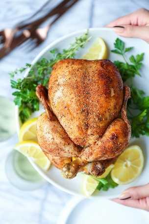 Slow Cooker Rotisserie Chicken - ¡No más pollo comprado en la tienda! No, puedes hacer esto en el crockpot con solo 15 minutos de preparación. ¡Tan tierno, húmedo y jugoso!