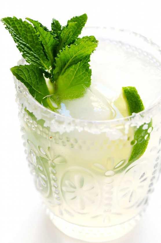 """Margarita de menta """"width ="""" 1392 """"height ="""" 2088 """"data-pin-description ="""" ¡Margaritas de menta fresca! Rápido y fácil de hacer con solo 4 ingredientes, y tan refrescante y delicioso. ¡Son el cóctel perfecto para la primavera y el verano!   gimmesomeoven.com #margarita #cocktail #mint #summer #drink #entener #cincodemayo #mexcian """"srcset ="""" https://www.gimmesomeoven.com/wp-content/uploads/2019/05/Mint-Margaritas-Recipe-5 .jpg 1392w, https://www.gimmesomeoven.com/wp-content/uploads/2019/05/Mint-Margaritas-Recipe-5-1100x1650.jpg 1100w, https://www.gimmesomeoven.com/wp-content /uploads/2019/05/Mint-Margaritas-Recipe-5-768x1152.jpg 768w, https://www.gimmesomeoven.com/wp-content/uploads/2019/05/Mint-Margaritas-Recipe-5-320x480. jpg 320w """"tamaños ="""" (ancho máximo: 1392px) 100vw, 1392px """"data-jpibfi-post-excerpt ="""" """"data-jpibfi-post-url ="""" https://www.gimmesomeoven.com/fresh-mint- margaritas / """"data-jpibfi-post-title ="""" Fresh Mint Margaritas """"data-jpibfi-src ="""" https://www.gimmesomeoven.com/wp-content/uploads/2019/05/Mint-Margaritas-Recipe-5 .jpg """"/></p> <h2 style="""