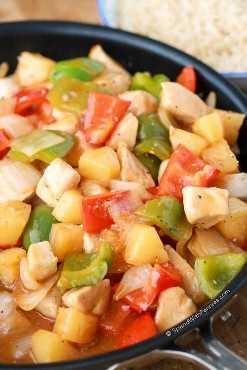 Pollo agridulce cocinado en sartén