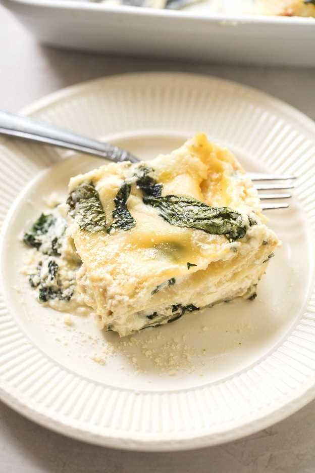 Lasaña de pollo blanca fácil con receta de espinacas | lecremedelacrumb.com