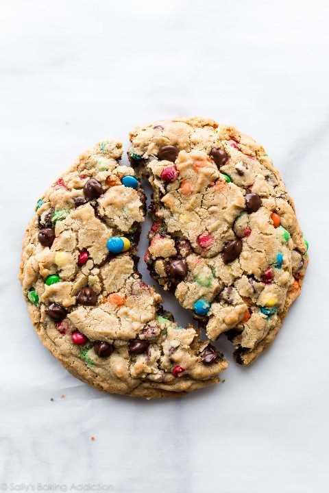 Una galleta de monstruo gigante