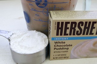 Ingredientes para The Best Mocha Whipped Cream Frosting