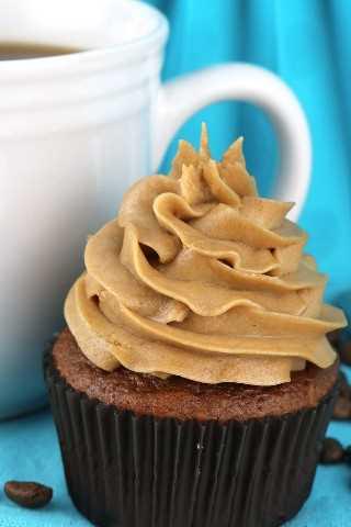 El mejor frosting de crema batida de café: glaseado ligero y amplio con sabor a café que sabe igual que la crema batida. Perfecto para cuando necesitas un glaseado un poco más ligero que la crema de mantequilla. Este glaseado mantiene su forma, dura varios días y se puede utilizar para congelar pasteles y pastelitos. Este delicioso glaseado de café se convertirá en un favorito instantáneo. ¡Pon este glaseado casero para más tarde y síguenos para obtener más excelentes recetas de glaseado! #Frosting #FrostingRecipes #Coffee &quot;width =&quot; 800 &quot;height =&quot; 1200 &quot;data-pin-description =&quot; The Best Coffee Crema batida Frosting - Ligero y ligero Air Frost con sabor a café que sabe igual que la crema batida. Perfecto para cuando necesitas un glaseado un poco más ligero que la crema de mantequilla. Este glaseado mantiene su forma, dura varios días y se puede utilizar para congelar pasteles y pastelitos. Este delicioso glaseado de café se convertirá en un favorito instantáneo. ¡Pon este glaseado casero para más tarde y síguenos para obtener más excelentes recetas de glaseado! #Frosting #FrostingRecipes #Coffee &quot;srcset =&quot; https://juegoscocinarpasteleria.org/wp-content/uploads/2019/05/1558145994_134_El-mejor-helado-de-crema-batida-de-cafe.jpg 800w, https: / /www.twosisterscrafting.com/wp-content/uploads/2019/05/the-best-coffee-whipped-cream-frosting-pinnable6-600x900.jpg 600w, https://www.twosisterscrafting.com/wp-content/ uploads / 2019/05 / the-best-coffee-whipped-cream-frosting-pinnable6-768x1152.jpg 768w, https://www.twosisterscrafting.com/wp-content/uploads/2019/05/the-best-coffee -whipped-cream-frosting-pinnable6-735x1103.jpg 735w &quot;tamaños =&quot; (ancho máximo: 800px) 100vw, 800px &quot;/&gt;</p> <p>Si amas el café, te encantará este glaseado: ligero pero cremoso, sabroso pero no demasiado dulce. Este Frosting de crema batida de The Best Coffee es absolutamente delicioso.</p> <p><img class=