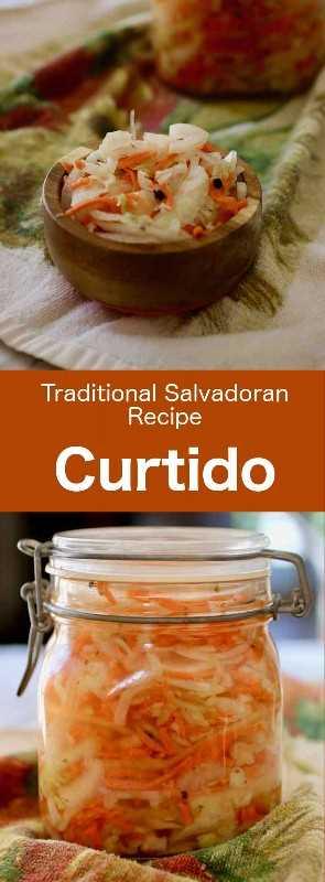 Curtido es un condimento salvadoreño hecho de col y zanahorias, en vinagre con especias, que a menudo se sirve con pupusas. #Salvador #SalvadoranCuisine #LatinAmerica #LatinAmericanCuisine #WorldCuisine # 196flavors