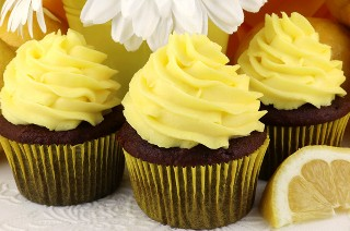 """El mejor glaseado de crema batida con limón: un glaseado suave y cremoso con la cantidad justa de sabor a limón. ¡Un gran glaseado para primavera y verano! Perfecto para cuando necesitas un glaseado un poco más ligero que la crema de mantequilla. Este glaseado mantiene su forma, dura varios días y se puede utilizar para congelar pasteles y pastelitos. Y es tan fácil de hacer. ¡Pon este glaseado casero para más tarde y síguenos para obtener más excelentes recetas de glaseado! #Frosting #FrostingRecipes #Lemon #LemonFrosting """"width ="""" 800 """"height ="""" 530 """"data-pin-description ="""" El mejor glaseado de crema batida con limón: un glaseado suave y cremoso con la cantidad justa de sabor a limón. ¡Un gran glaseado para primavera y verano! Perfecto para cuando necesitas un glaseado un poco más ligero que la crema de mantequilla. Este glaseado mantiene su forma, dura varios días y se puede utilizar para congelar pasteles y pastelitos. Y es tan fácil de hacer. ¡Pon este glaseado casero para más tarde y síguenos para obtener más excelentes recetas de glaseado! #Frosting #FrostingRecipes #Lemon #LemonFrosting """"srcset ="""" https://juegoscocinarpasteleria.org/wp-content/uploads/2019/05/El-mejor-helado-de-crema-batida-de-limon.jpg 800w, https : //www.twosisterscrafting.com/wp-content/uploads/2019/05/the-best-lemon-whipped-cream-frosting-main-600x398.jpg 600w, https://www.twosisterscrafting.com/wp- content / uploads / 2019/05 / the-best-lemon-whipped-cream-frosting-main-768x509.jpg 768w, https://www.twosisterscrafting.com/wp-content/uploads/2019/05/the-best -lemon-whipped-cream-frosting-main-735x487.jpg 735w """"tamaños ="""" (ancho máximo: 800px) 100vw, 800px """"/></p> <h2>Ligero y cremoso con la cantidad justa de sabor a limón, ¡nuestro mejor glaseado de crema batida con limón es una excelente opción de glaseado para la primavera y el verano!</h2> <p>Hemos tomado nuestra popular receta de crema batida de crema batida y la hemos infundido con limón. Ligero y cremoso, y no demasiado dulce, nues"""