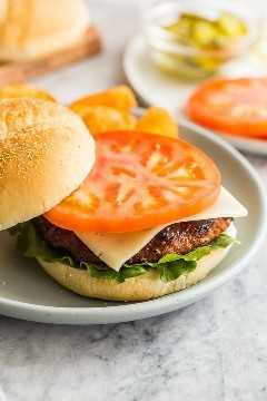 hamburguesas de pavo en un bollo