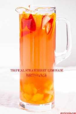Punch alcohólico tropical - ¡Dulce y cítrico con un ambiente tropical! ¡Tan rápido y fácil! Punch y sangría, todo en uno con mucha fruta. (Puede hacerse virgen)