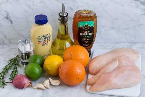 Ingredientes de pollo adobados.
