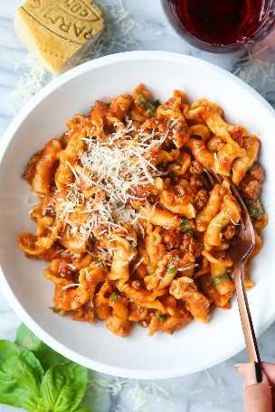 Olla instantánea, carne molida y pasta: ¡apesta tan fácil y económica! La comida perfecta de ONE POT con una salsa de carne abundante. ¡Solo 5 min en el Instant Pot!