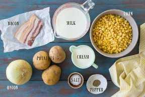 Ingredientes necesarios para hacer chowder de maíz, con etiquetas de texto.