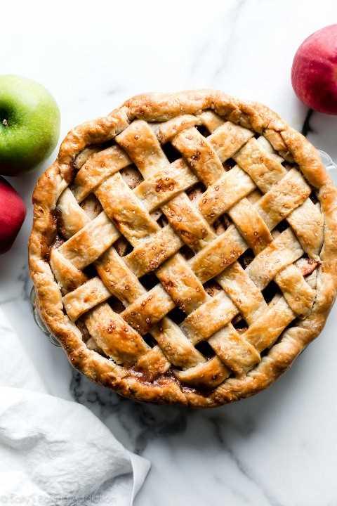 pastel de manzana con corteza de pastel de celosía