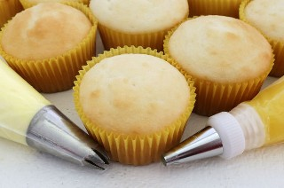 Preparándose para armar los Cupcakes con Lemon Curd