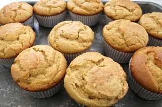 Mantequilla de maní Brownie Cupcakes fuera del horno