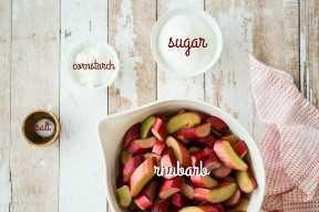 Ingredientes crujientes de ruibarbo con etiquetas de texto.